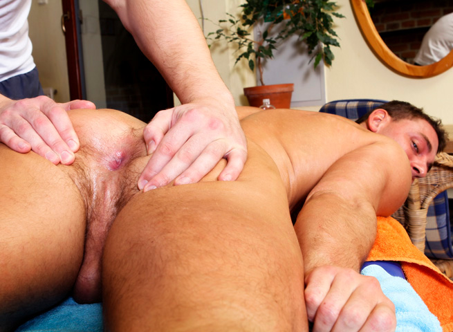 Rub-Him-Big-Daddy-Enzo-Bloom-muscle-man-bareback-with-big-uncut-cock-04 Amateur Muscle Stud Barebacks His Massage Client With A Huge Uncut Cock
