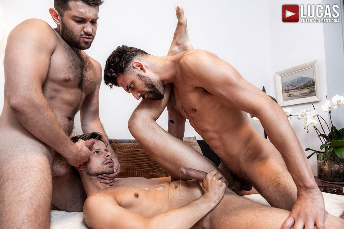 Lucas-Entertainment-Ben-Batemen-and-FX-Rios-and-Maxx-Gun-Bareback-Threeway-15 Ben Batemen and FX Rios Breeding Maxx Gun